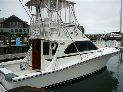 From The Helm: 320 Tournament Luhrs Convertible
