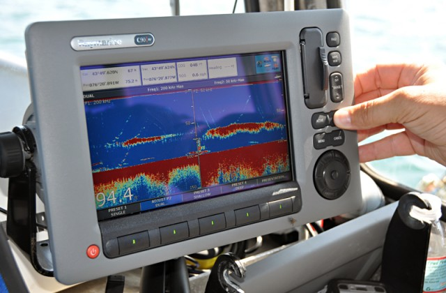 fishfinder shows jigs and bait