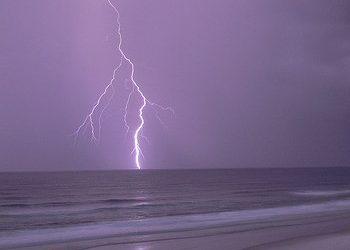 beach-lightning