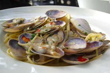 spaghetti with vongole clam sauce