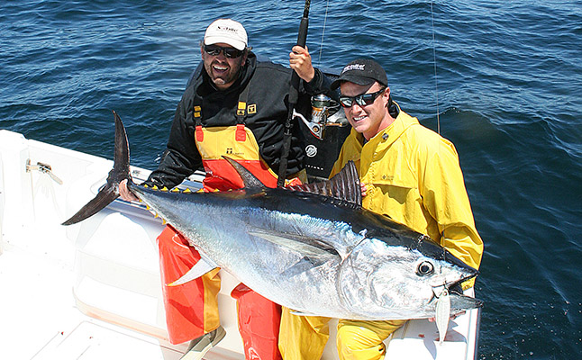 Jigging and popping for bluefin on the water for Tuna fishing nj