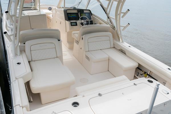 Freedom 325 cockpit