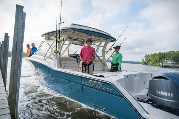 The Freedom 325 is a fisherman's dream