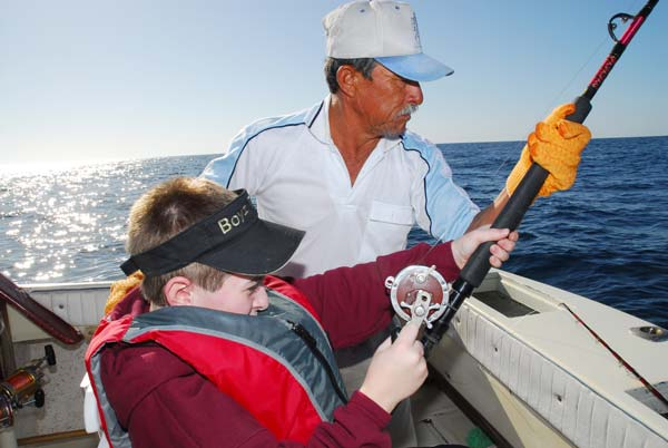 aiding young anglers during the battle would violate IGFA's International Angling Rules