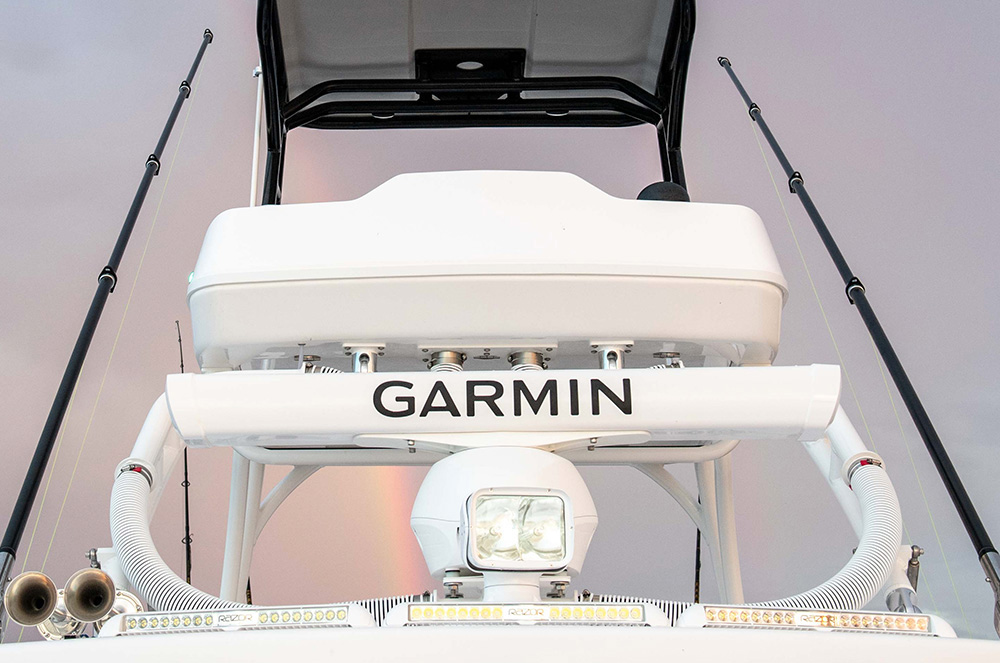 Retractable full upper station with Yamaha Helm Master system