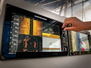 The Humminbird APEX Series combines the best sonar and networking capabilities to help you locate and catch more stripers, tuna, largemouth bass, and more.